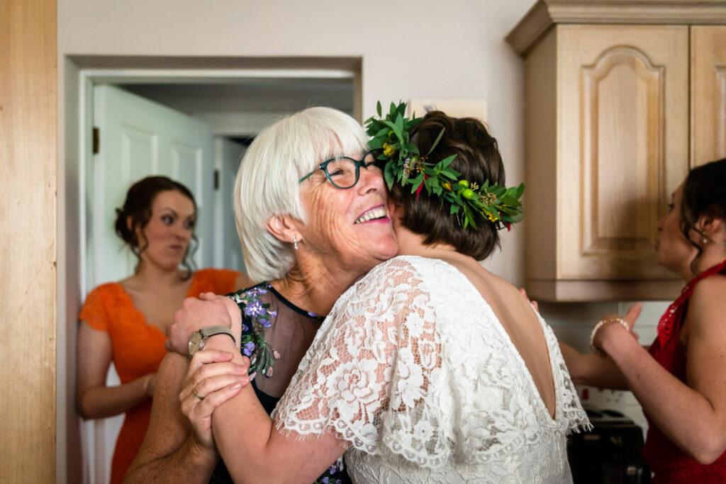 mum seeing the bride