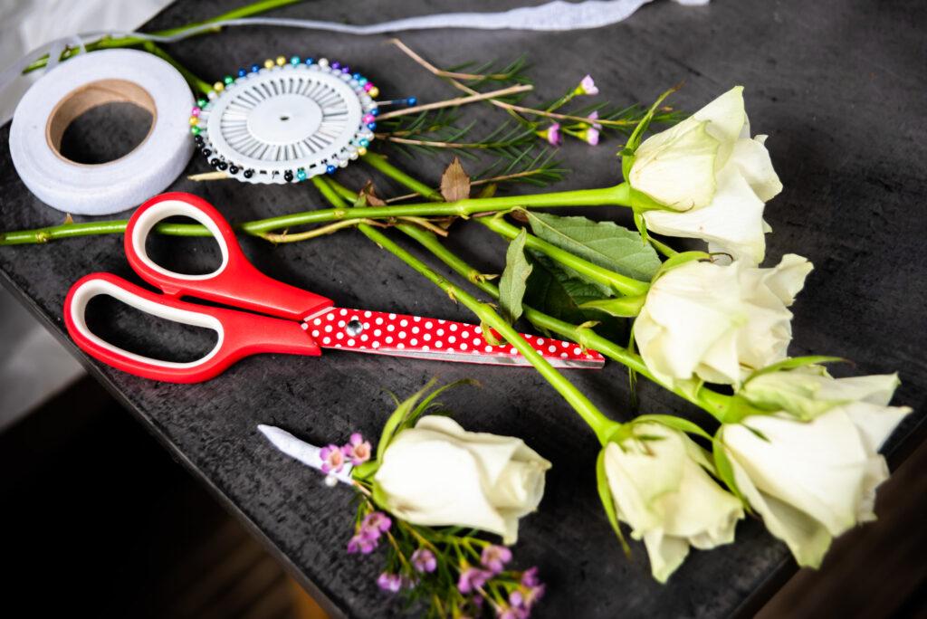 Rose buttonhole kit