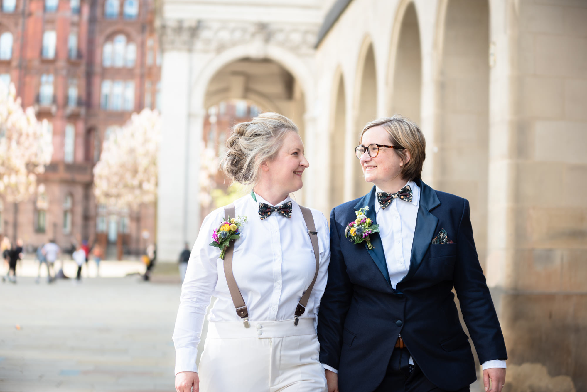 Relaxed bridal portraits on St Peter's square in Manchester
