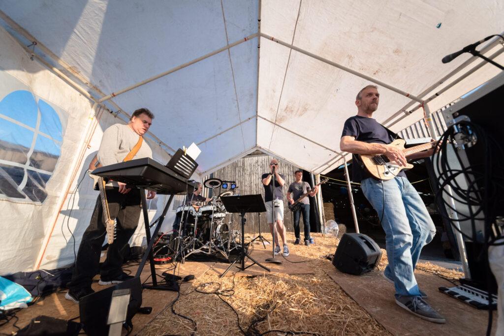 The Hustle playing at Thornsett Fields Farm