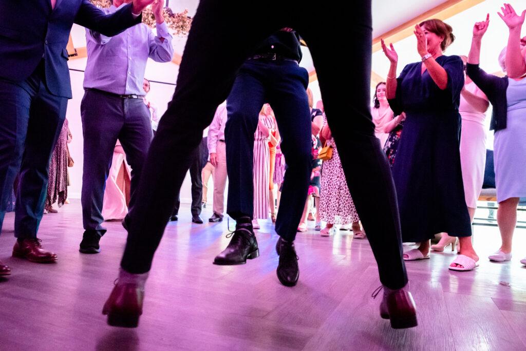 Jumping legs on the dancefloor