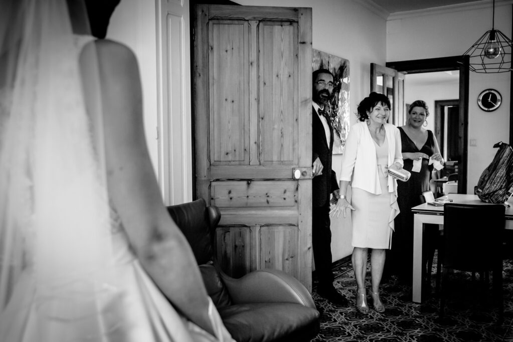 parents see the bride for the first time